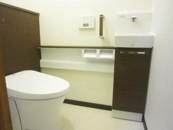 リフォーム  野田市 トイレに収納場所が出来、空間がスッキリしました。