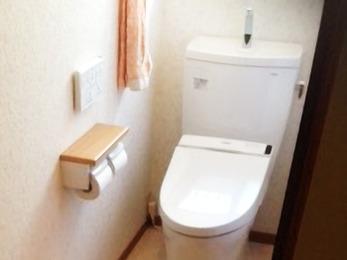 廊下との段差がなくなり、暖かく安心できるトイレです。