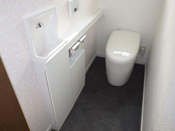 リフォーム  野田市 埋め込み式のスリムタイプ手洗いで、すっきりとした多機能トイレ空間へ